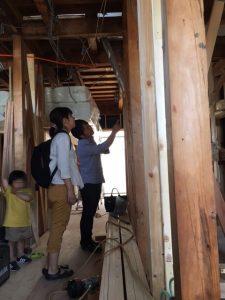 リノベーション検討中のご家族を、リノクラフトの戸建てリノベーション現場にご案内しました。