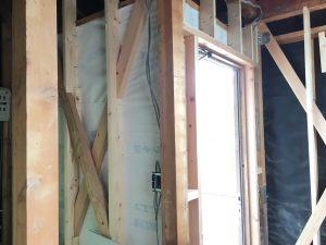 玄関の進入方向を変えてドアや外壁も一新です。