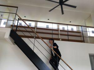 アイアンの階段とシーリングファンの黒がカッコイイ空間の豊橋市植田町の新築住宅