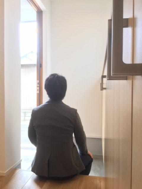 玄関ドアを開けると心地よい風が入り、とても過ごしやすい明るい玄関ホール