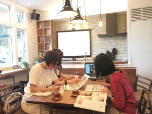 東海リノベ本の発行にあたり記事の打合せをする出版社とリノクラフトmariko