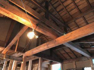 新耐震基準の家としては珍しい丸太による小屋組がダイナミックです。