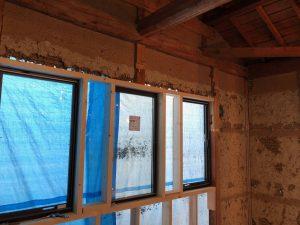 古い家に新しいサッシの取付、窓の性能が家の快適性能を決めます。