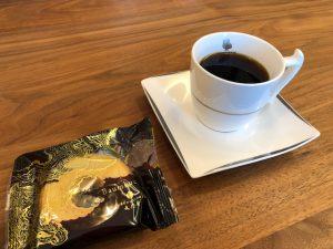 リノクラフトショールームにていただく珈琲。美味しいお菓子と素敵な音楽とともに、至福の時間。いい環境はいい時間を作ってくれます。