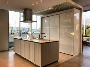 TOTOさんのフラッグシップモデルのキッチン。機能性とデザインも流石ですね。