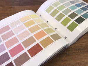 色柄豊富なサンゲツのクロスカタログ。