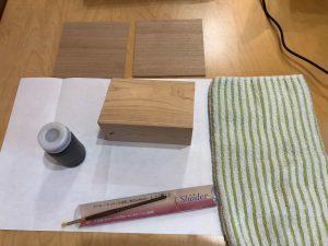 主に和室周りのデザインの検討に実際の材料を用いて塗装見本を作ります。