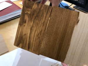 和式(?)では鉄板の組み合わせヒノキとタモ、OSMOにて着色した結果です。