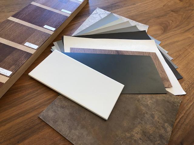 床・壁のほか、キッチンや建具の色柄も一緒に決めるので個性豊かな仕上がりになります。