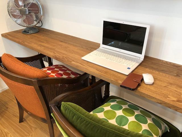 張地を変えてよみがえったカリモクチェアはまさに家具的リノベーション