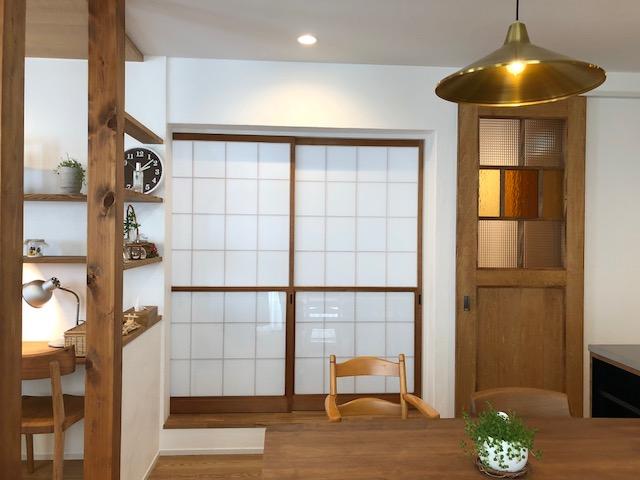 実家の古建具をリノベーションした新居に移設、古さが活きています
