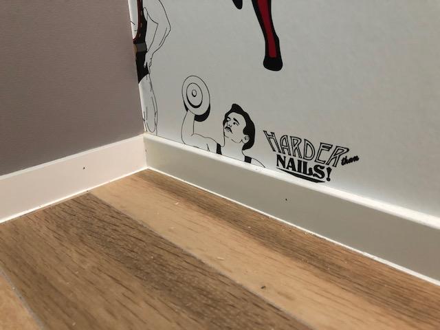 トイレの壁は遊べる場所、輸入クロスで個性的な空間の完成。