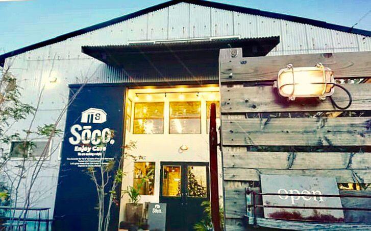 外観は倉庫そのもので、店内はびっくりするほどお洒落なカフェ。