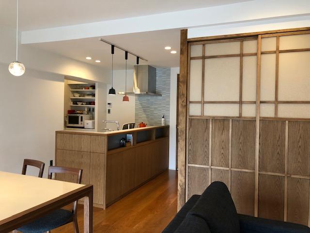 マンションリノベは工夫次第、キッチン周りの家具は立派な収納