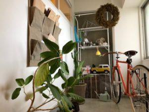 玄関横の土間は便利な作業スペース