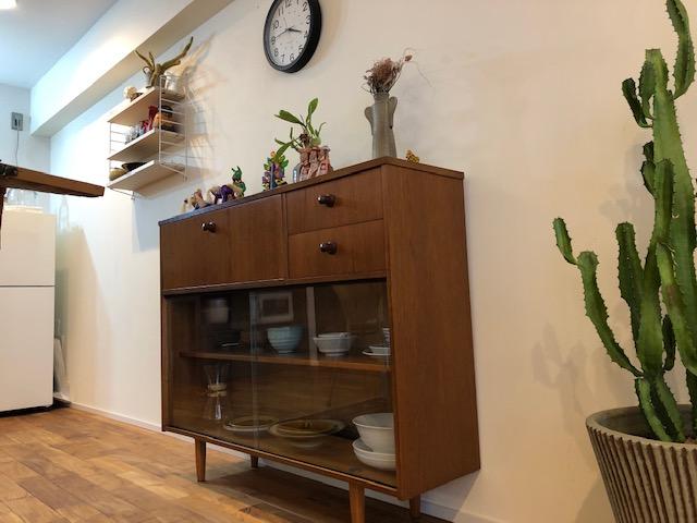 北欧家具にサボテンやメキシコ人形、この組み合わせが独特の世界を創っています