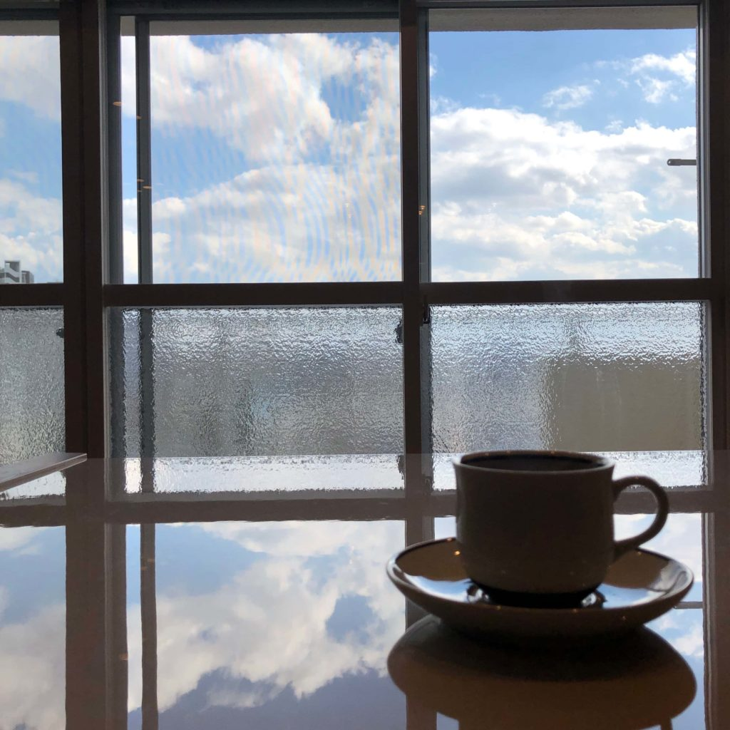 コーヒー休憩中にカメラマンのF氏がスマホで撮ったショット。不思議な世界を切り取ってくれました。