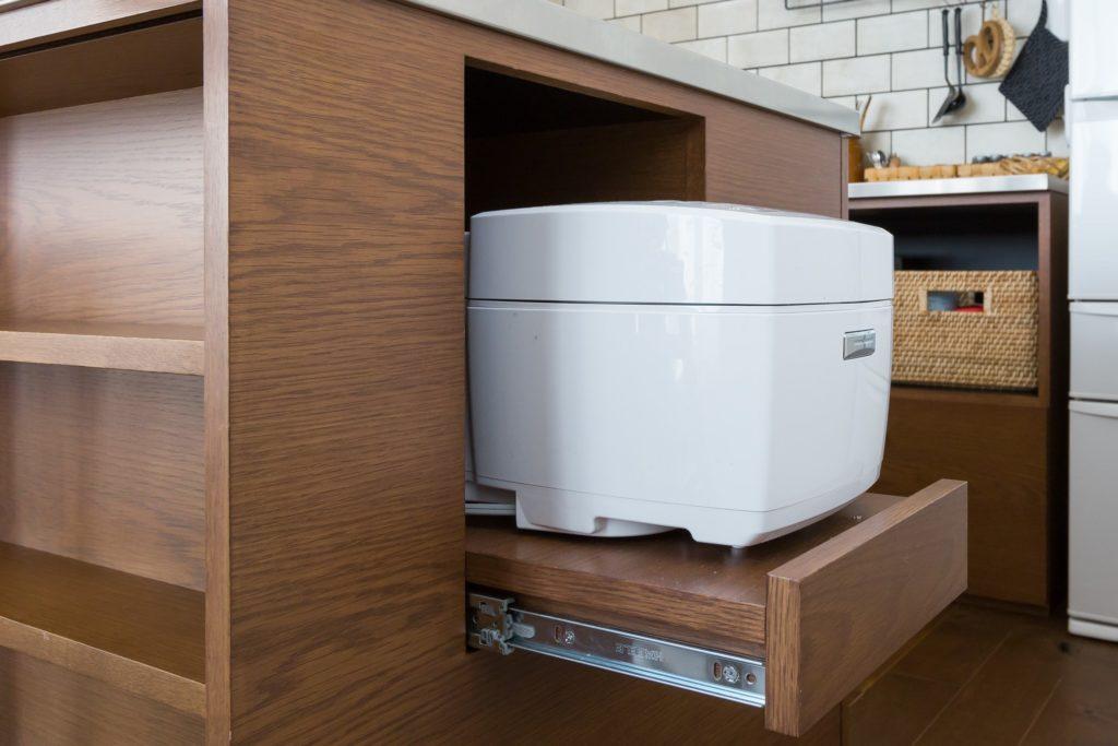 炊飯器も収納できるキッチンはリノベで叶う