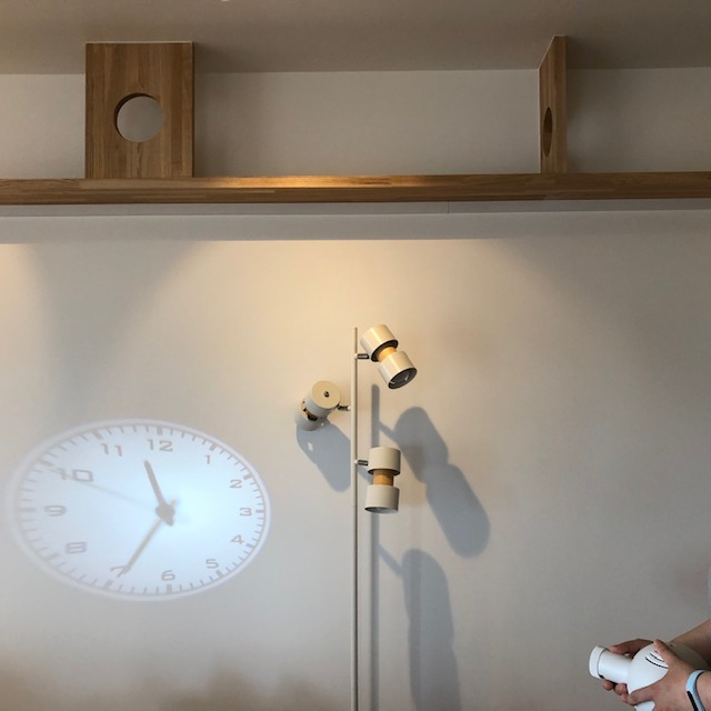 リノベで叶えたスマートハウス、時計もスマートに