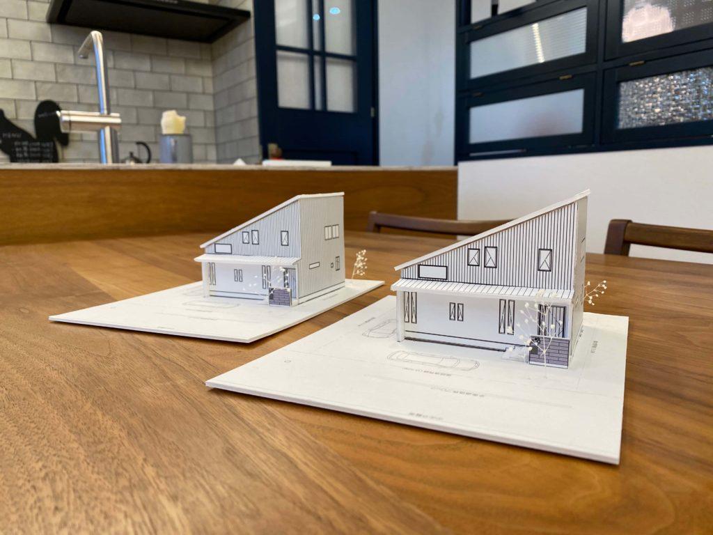瓜二つの双子のような住宅模型
