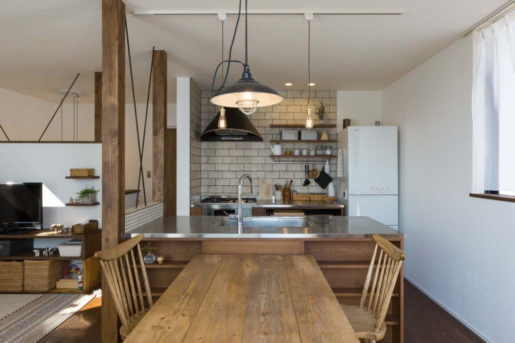 ヴィンテージ感のあるダイニングとキッチン雰囲気があります