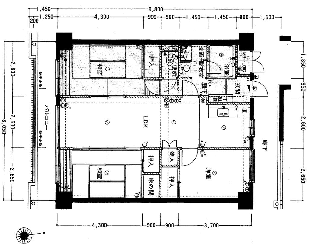 細長いリビングを介して各部屋に入り、和室に挟み込まれた昭和の間取りです。