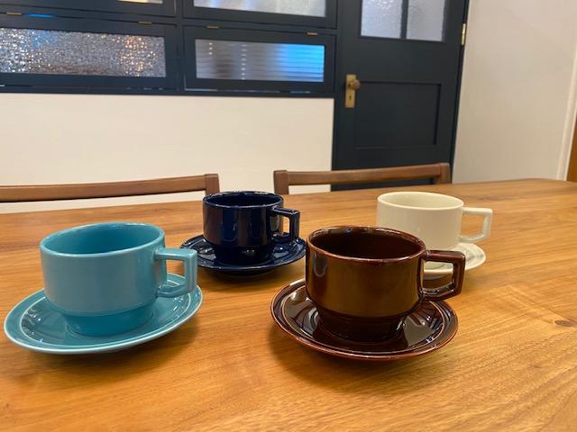 ショールームもおしゃれなコーヒーカップで気分を盛り上げます