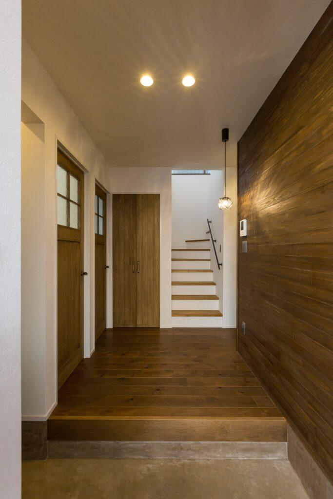 中古リノベーション で玄関もドアも可愛くカッコよく