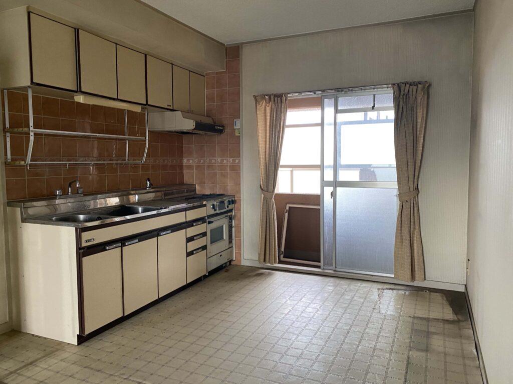 昭和の匂いが色濃く残るキッチン。これからどんな空間に生まれ変わるのでしょう?楽しみです。