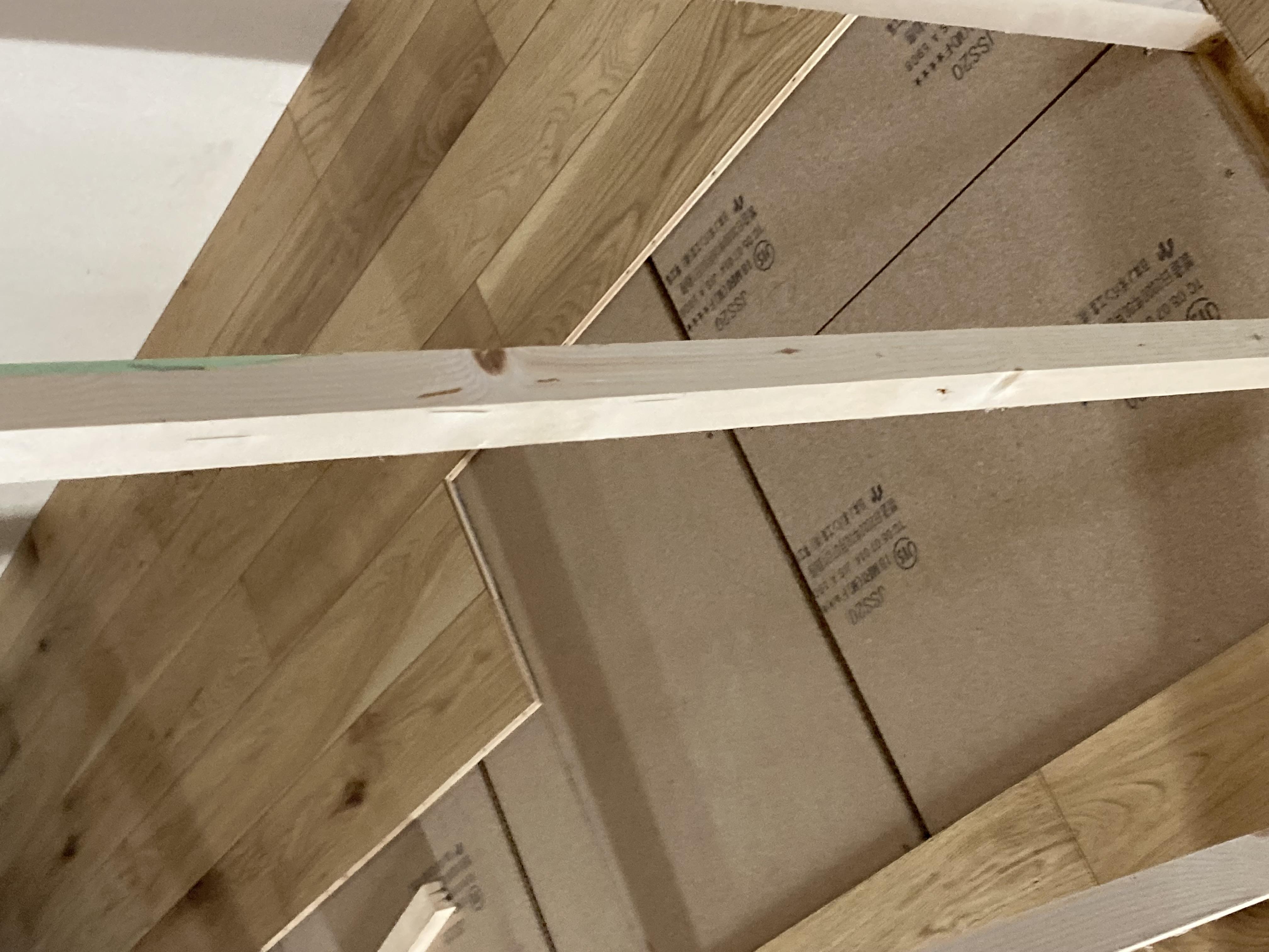 岡崎市マンションリノベーション解体工事始まりました。天井の下地まで撤去され排気ダクトがあらわになりました。