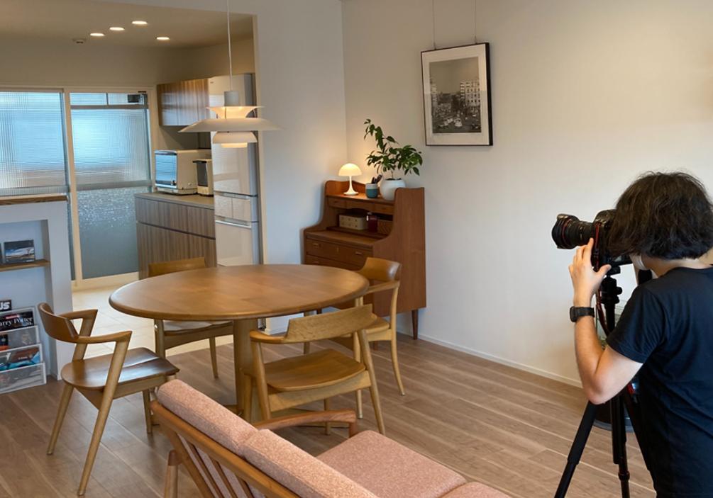 豊橋市でリノベーションを手掛けるリノクラフト株式会社でマンションリノベーションされたOB様Nさん宅でプロカメラマンによる撮影の様子です