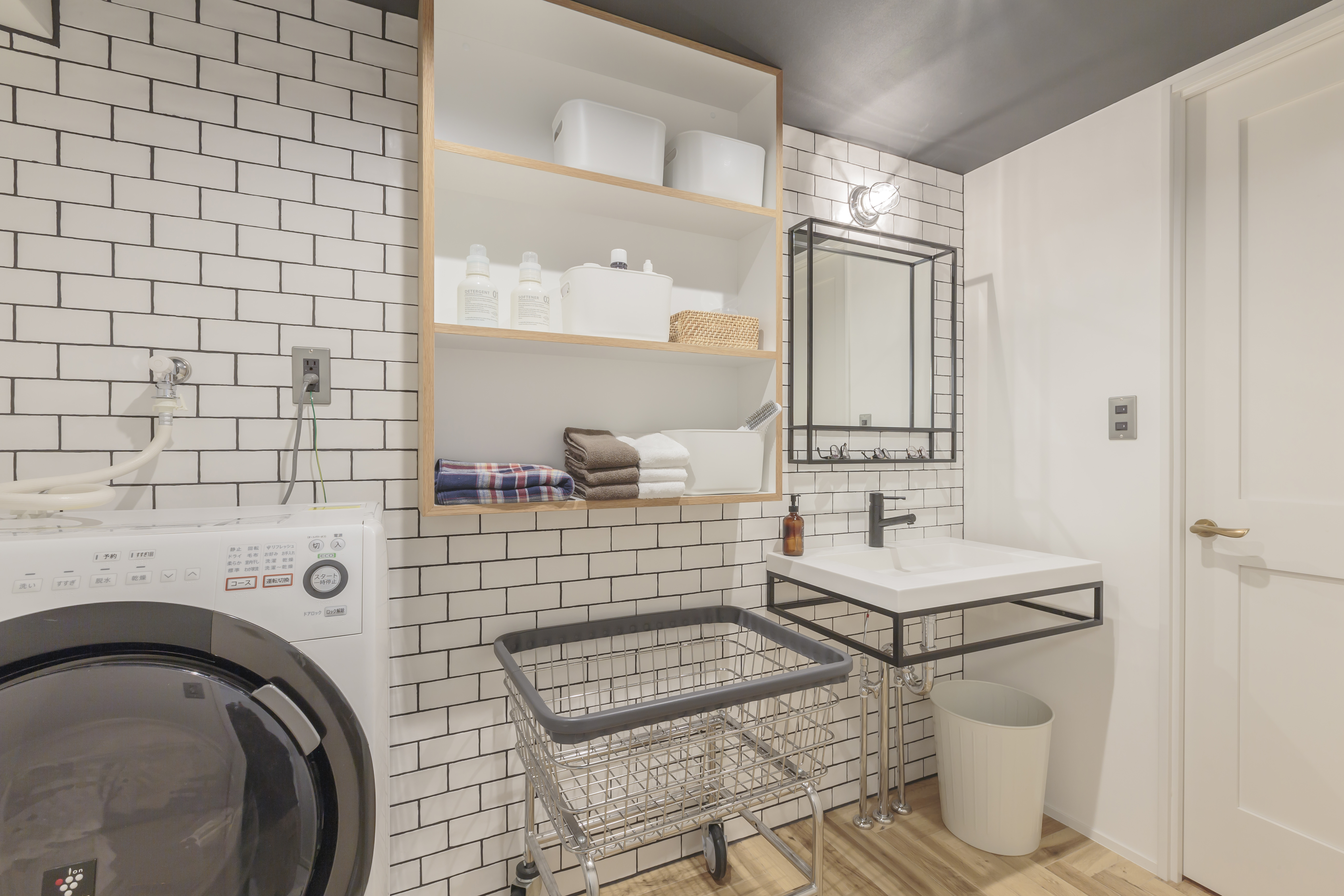 洗面の収納は見せる部分と隠す部分をメリハリつけて